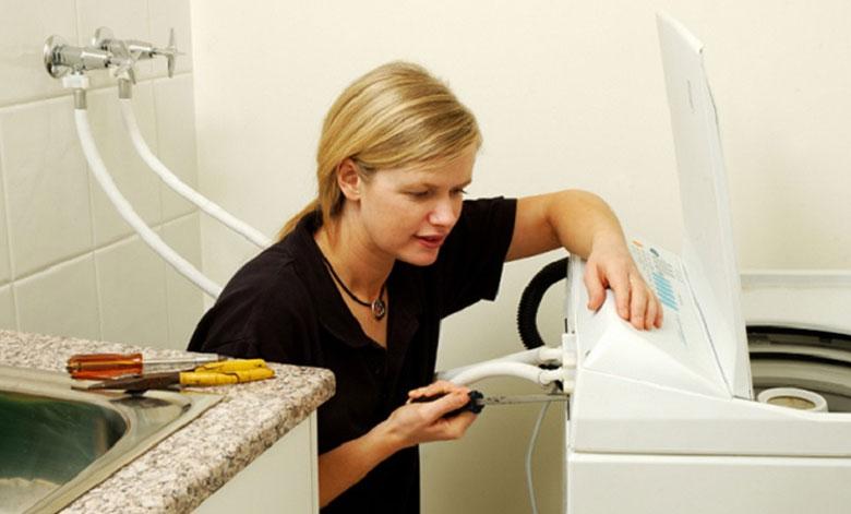 máy giặt LG không vắt được do đường ống tắc